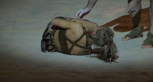 Кристина Асмус получила травму правой ноги на Шоу без страховке, актрисе наложили гипс