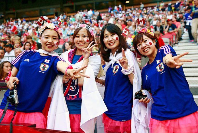 японские футбольные фанаты