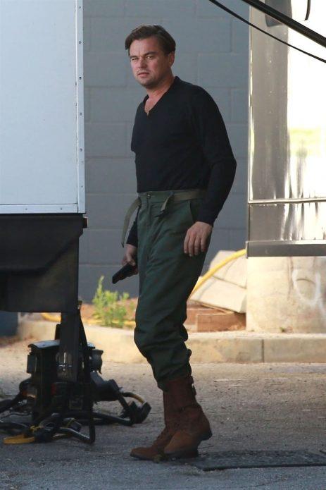 ДиКаприо с ружьем на съемках фильма Тарантино