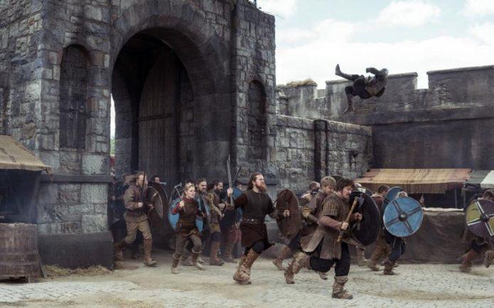 Кадр осады из сериала Викинги