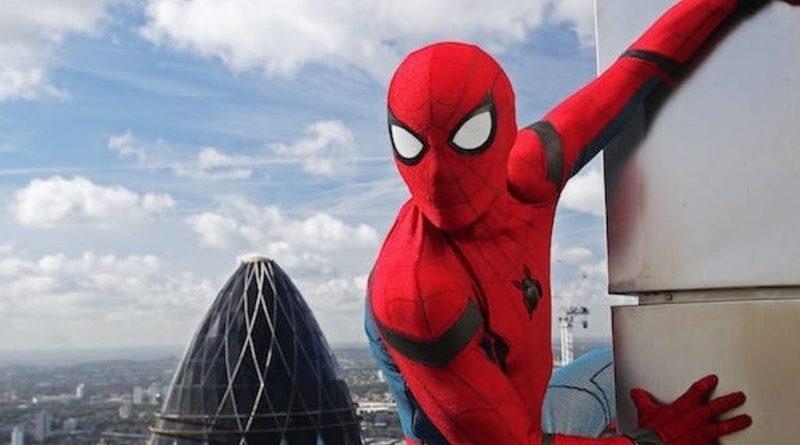 Новый постер Человека-паука: Вдали от дома