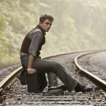 Паттинсон на железной дороге