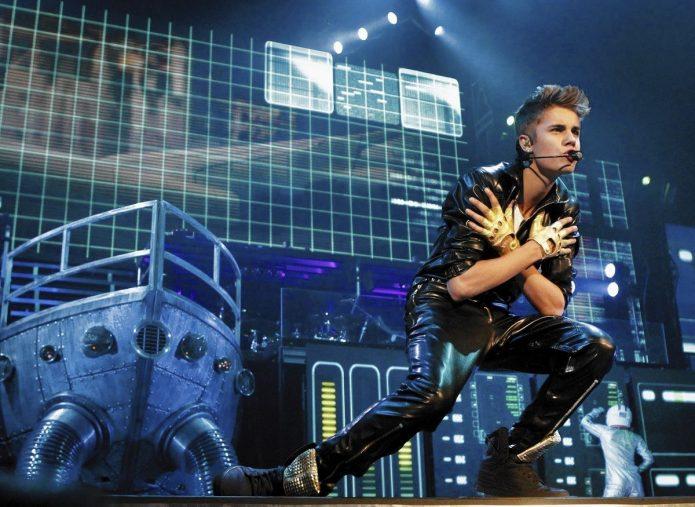 Бибер на сцене