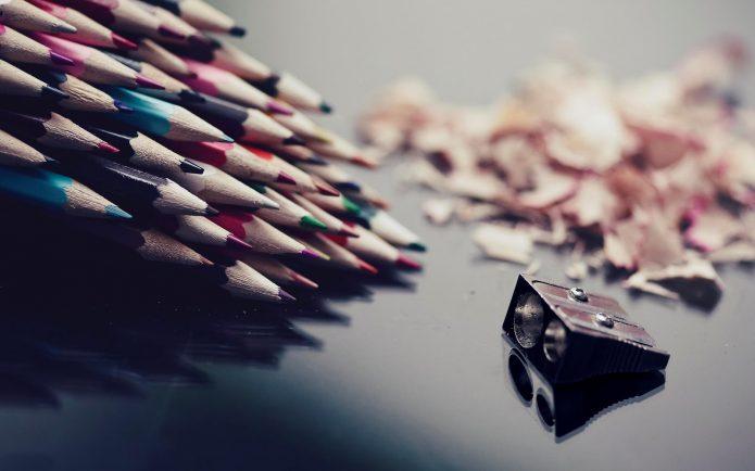 Точилка и заточенные карандаши в зомби-апокалипсисе