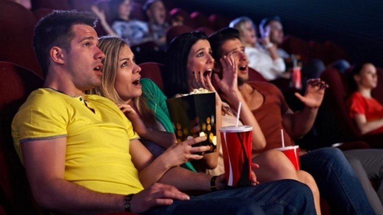 10 зрелищных новинок фильмов, которые стоит смотреть на большом экране