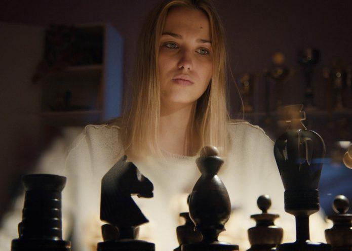 Сцена из сериала «Ловушка для королевы»